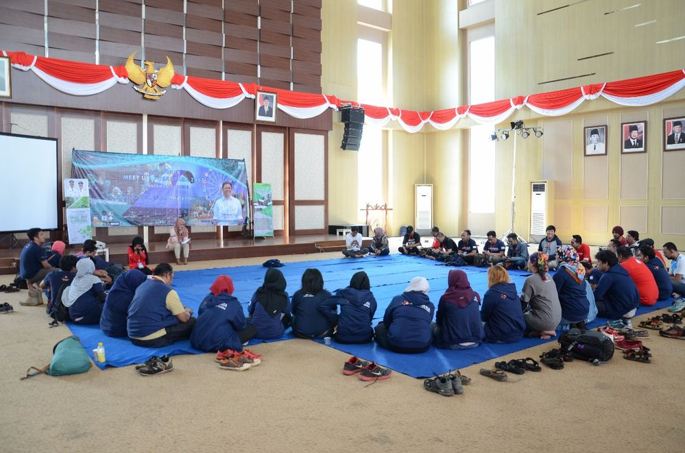 a casual talk show and discussion about local guide community in each places of Indonesia