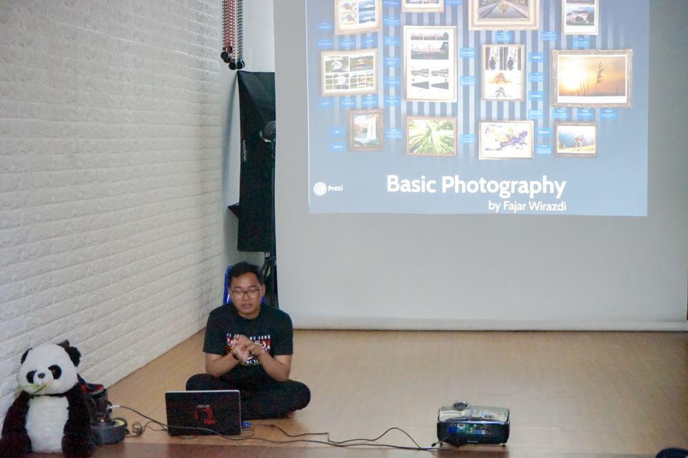 Mr Fajar Wirazdi talk about Basic Photography