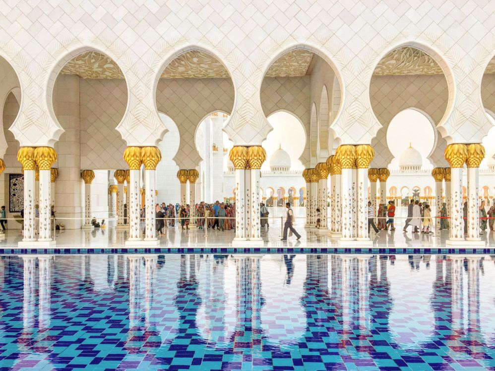 Caption: Sheikh Zayed Grand Mosque in Abu Dhabi