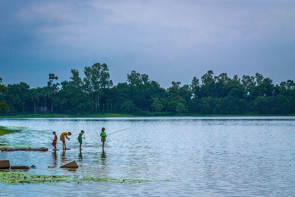 1200px-Fishing_in_Ramsagor.jpg