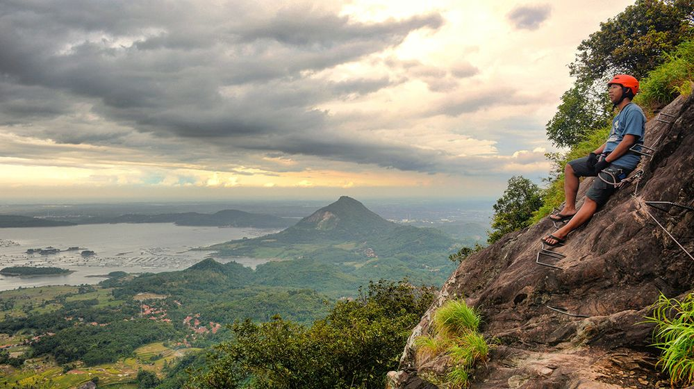 Jakarta-Badega-Rock-Climbing_Ocyid-1200.jpg