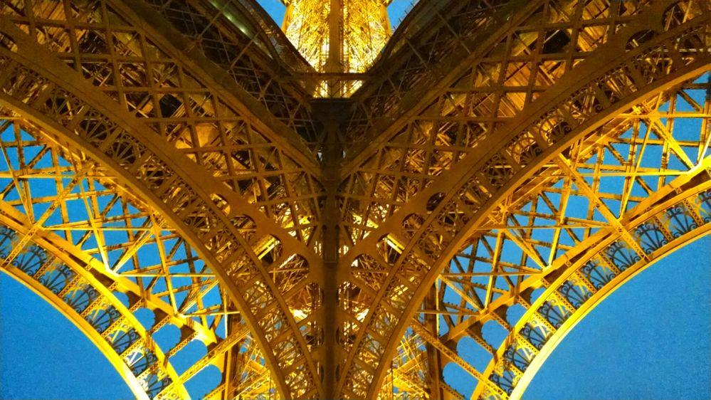 Tour Eiffel panti 2.jpg